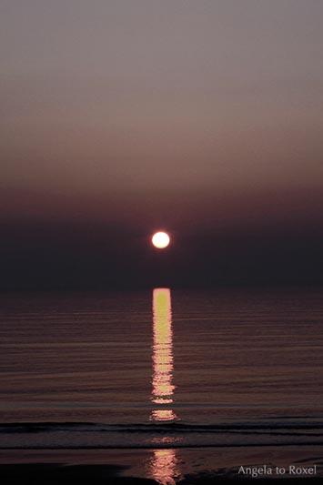 Landschaftsbilder kaufen: i-Tüpfelchen in Kampen, Sonnenuntergang in Gold- und Brauntönen, Spiegelung auf dem Meer, Sylt | Kontakt: Angela to Roxel