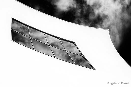 Kunst im Raum ... Die konkave Fassade des Palacio de Congresos des Archtekten Estudio Barozzi Veiga in Aguilas