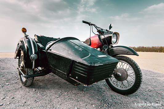 Sozius einer MZ auf dem Köterberg, Motorrad mit Beiwagen, Motorradbau in Zschopau, Froschperspektive, Vintage, Bikertreff auf dem Köterberg, Lügde