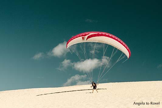 Fotografie: Startklar - Paraglider auf der Dune du Pilat in der Nähe von Arcachon, Gleitschirmfliegen in Nouvelle-Aquitaine, Frankreich 2012