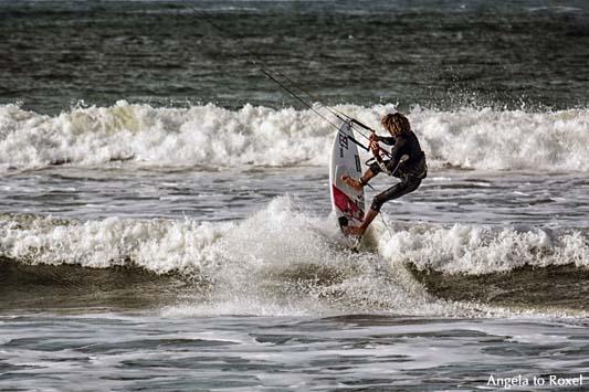 Fotografie: Aufsteiger, Kitesurfer in der Brandung, Brandungswellen der Atlantikküste bei Essouira, Marokko 2014 | Ihr Kontakt: Angela to Roxel