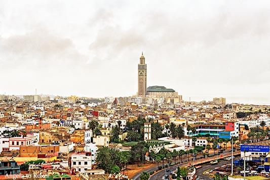 Fotografie: Casablanca von oben, Hassan-II-Moschee überragt das Häusermeer von Casablanca, Marokko | Architektur Bilder kaufen - Kontakt: A. to Roxel