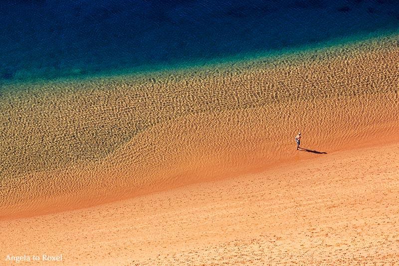 solitary beach mann am strand fotografie bilder kaufen. Black Bedroom Furniture Sets. Home Design Ideas