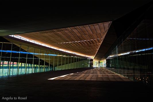 Architektur Bilder kaufen: Tenerife Espacio de las Artes, öffentlicher Fußweg durch das Kulturzentrum in Santa Cruz, Teneriffa | Angela to Roxel