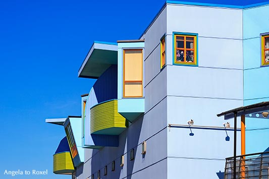 Blåby-Projekt des Künstlers Bjørn Elvenes, Fassaden in der blauen Stadt Sortland auf der Insel Langøya der Inselgruppe der Vesterålen - Norwegen 2014