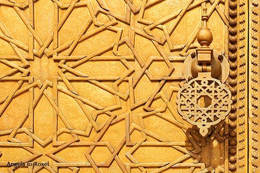 Fotografie: Türklopfer an einer Messingtür im Königspalast in Fès, Ornamentik, Schmiedekunst, Detail, Marokko | Ihr Kontakt: Angela to Roxel