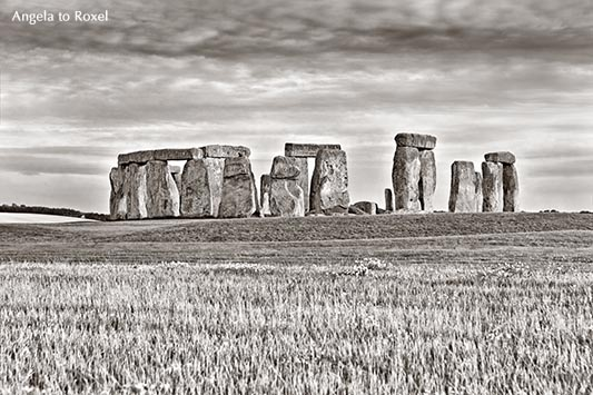 Stonehenge, Neolithic ancient standing stone circle monument, UNESCO World Heritage Site, monochrom, Wiltshire, England