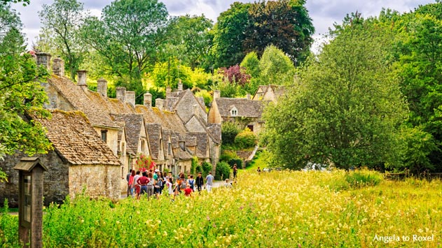Fotografie Bilder kaufen: Charming Bibury, Cotswolds, Weber-Cottages aus dem 17. Jahrhundert, Touristen-Attraktion Arlington Row | Angela to Roxel