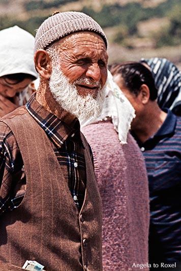 Analoge Fotografie: Großvater in Anatolien, Porträt beim Familientreffen, analog - Türkei 1981