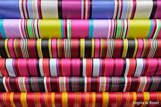 Verschiedenfarbiges Geschenkpapier, gestreift, Espelette, Baskenland, Pays Basque, Frankreich | Ihr Kontakt: Angela to Roxel