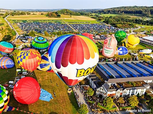 Start und Auffbau der Heißluftluftballone, 26. Warsteiner Montgolfiade, Massenstart, Lufbild, Warstein, Sauerland, Nordrhein-Westfalen 2016