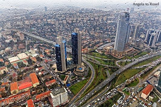Ausblick vom Istanbul Sapphire auf die Türme des Sabanci Center und die Verkehrsadern der Stadt im Regen, Beşiktaş - Istanbul 2014