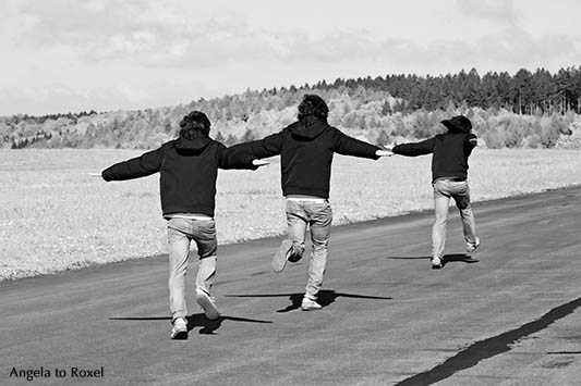Young man running on runway, composing - Flughafen Höxter-Holzminden 2014