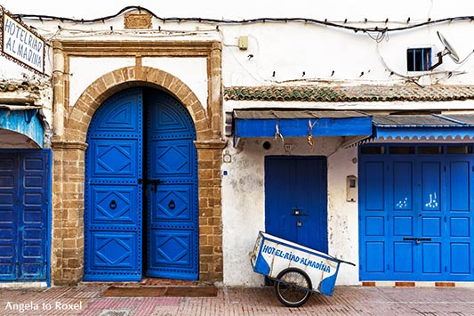 Hotelfassade mit blauen Türen in der Medina, der Altstadt von Essaouira, Hotel Riad Almadina - Essouira, Marokko 2014