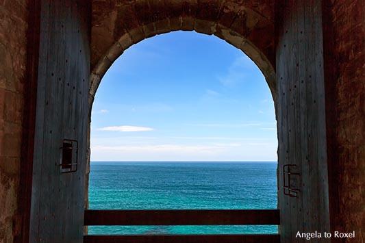 Fotografie: Fenster mit Ausblick auf das Meer im Fort La Latte, einer Burg nahe Cap Fréhel, Côte d'Émeraude, Smaragd-Küste, Bretagne 2012 - Bildlizenz