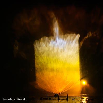 Fotografie: Laser-Show AquaNight zeigt eine Kerze, Laserstrahlen, Bild einer Kerze, Licht in der Dunkelheit, Horn / Bad Meinberg, Dezember 2015