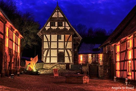 Beleuchtete Fachwerkhäuser in der Weihnachtszeit, Museumsadvent im Paderborner Dorf, Blaue Stunde im Freilichtmuseum Detmold, Dezember 2012