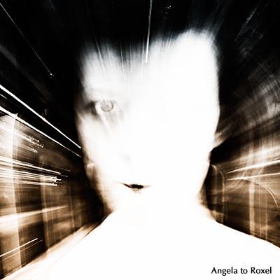 Porträt einer jungen Frau, Zoom-Effekt, Schwarzweißaufnahme, koloriert - August 2012