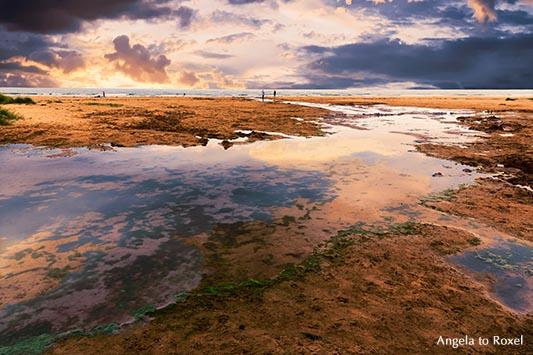 Landschaftsbilder kaufen: Dramatisches Licht an der Küste bei Flut, Wolkenstimmung am Strand, Abendstimmung, Seahouses | Ihr Kontakt: Angela to Roxelnen im Wasser, Seahouses, England 2015