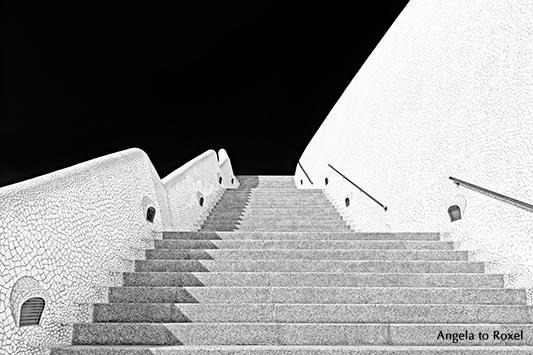 Außentreppe, Treppenaufgang am Auditorium von Teneriffa, Kongress- und Konzerthalle, Architekt Santiago Calatrava, schwarzweiß, Santa Cruz de Tenerife