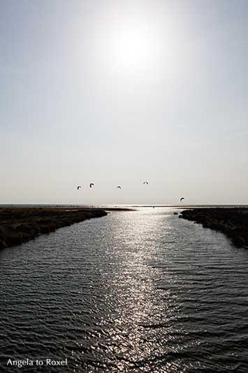 Mündung des Rio Jara in den Atlantik, beliebter Spot für Kitesurfer in Tarifa, Costa de la Luz, Andalusien, Fotografien - Angela to Roxel