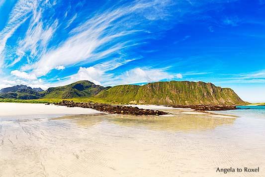 Sandbotnen - Strand in der Nähe von Ytresand und Fredvang, menschenleer, Blick nach Yttersandheia, Wolkenhimmel mit Cirrocumulus, Moskenesøya, Lofoten