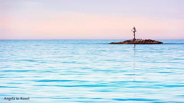 Leuchtturm auf einer kleinen Insel vor der Küste von Bleik, Vesterålen, Norwegen, Abendlicht |  Ihr Kontakt: Angela to Roxel