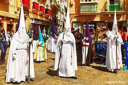 Fotografien kaufen: Semana Santa, Heilige Woche, Büßerprozession in der Karwoche, Plaza de la Catedral, Cádiz, Andalusien, Spanien | Angela to Roxel