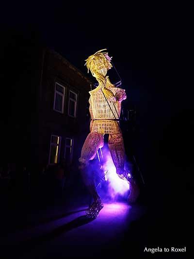 Vénus, a personal travel - Eindrucksvolle Straßenparade von L'Homme Débout beim 14. Internationalen Straßentheater-Festival in Holzminden, Juni 2017