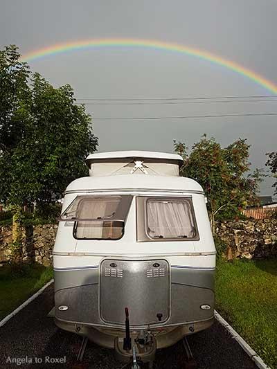 Retro Caravan Eriba Touring, Wohnwagen mit Hubdach unter einem Regenbogen im Südwesten Irlands - Fotografien kaufen | Ihr Kontakt: Angela to Roxel