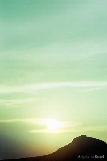 Infrared sunsrise behind a hill, analoge Fotografie auf Infrarotfilm, Sonnenaufgang hinter einem Hügel, Torroella de Montgrí, Spanien 1979 - Angela to Roxel