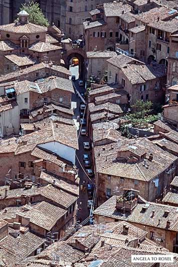 Die Dächer der roten Stadt Sienna aus der Vogelperspektive, analoge Fotografie, Italien 2002 | Architektur Bilder kaufen - Angela to Roxel