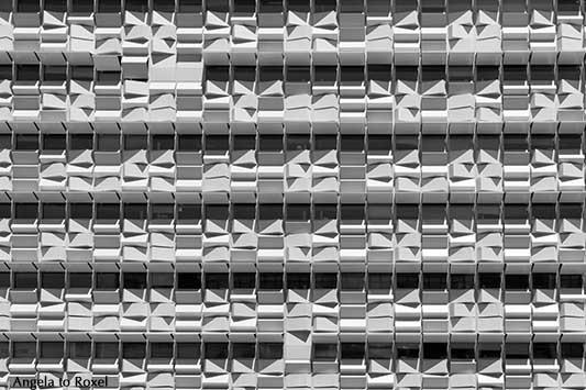 Modernes Bürogebäude im Parque das Nacoes, Detail der Fassade, Baujahr 2011, Ausstellungsgelände der Expo '98 in Lissabon | A. to Roxel