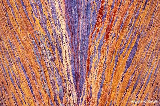 Fotografie: Rust never sleeps, verrostetes Eisen, V-förmiges Muster auf der Oberfläche, Industriekultur, Ruhrgebiet | Kunstfotografie kaufen - Angela to Roxel