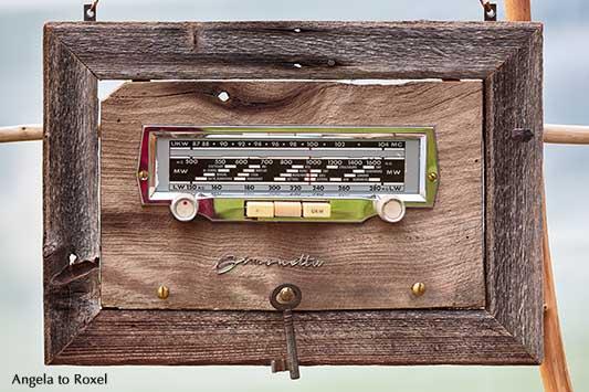Vintage Simonetta Radio, altes Kofferradio in einem Holzrahmen | Fotografien kaufen - Ihr Kontakt: Angela to Roxel