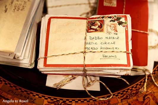 Zahlreiche gebündelte Briefe, adressiert an den Weihnachtsmann, Weihnachtspost an den Babbo Natale, Rovaniemi, Lappland, Finnland | Angela to Roxel