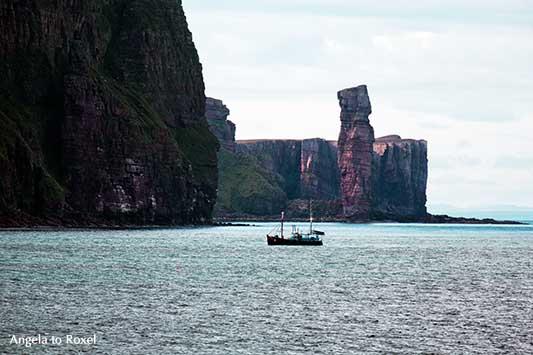 Old Man of Hoy, Felsnadel auf den Orkney-Inseln, Brandungspfeiler an der Westküste der orkadischen Insel Hoy in Schottland | Angela to Roxel