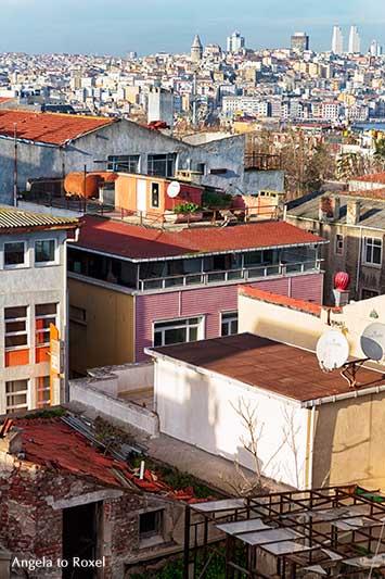 Blick über die Dächer von Istanbul, Aussicht von Sultanahmet nach Galata und zum Galata-Turm im Winter | Architektur Bilder kaufen - Angela to Roxel