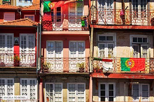 Balkone an der Ribeira in Porto, Portugal, Hausfassaden im historischen Zentrum, Europameister Portugal | Architektur Bilder kaufen - Angela to Roxel
