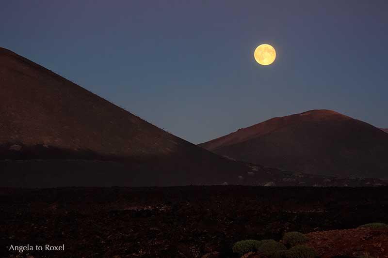 Moon over Timanfaya | Landschaftsbilder kaufen