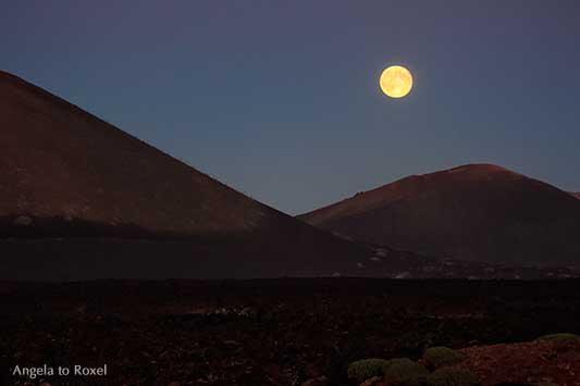 Moon over Timanfaya, Vollmond über den Montañas del Fuego, Feuerberge im Nationalpark Timanfaya, Vulkane und Lavafelder, Lanzarote | Angela to Roxel